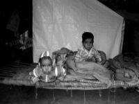Hintli Müslüman çocuklar kamplarda donuyor!