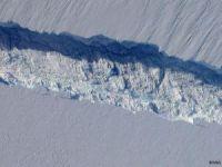 Antarktika buzulu yok oluyor