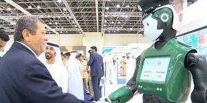 Dubai'de ilk robot polis, göreve başladı
