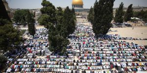 Mescid-i Aksa'da 300 bin kişilik cuma namazı