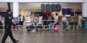 ABD 'vize yasağı'nı uygulamaya başlıyor