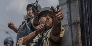 Hint ve Çinli askerler, birbirlerine taş fırlatarak çatıştı