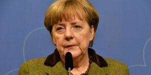 Merkel: Türkiye Interpol'ü kullanamaz