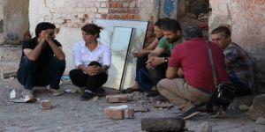 HDP'li milletvekillerinden Sur'da oturma eylemi