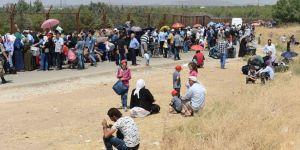 Bayramı ülkesinde geçirmek isteyen 30 bin Suriyeli sınırı geçti
