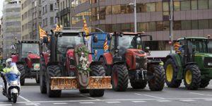 Katalonyalı çiftçiler sandıkları traktörlerle koruyacak