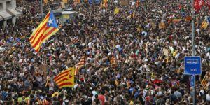 Katalonya'da halk genel grev için sokaklara döküldü