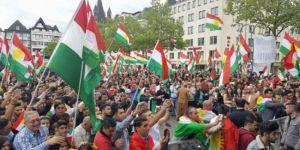 KOMKAR'dan Kürdistan ve Barzani çağrısı