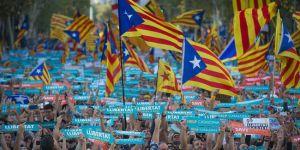İspanyol mahkemesi Katalonya'ın bağımsızlık kararını askıya aldı