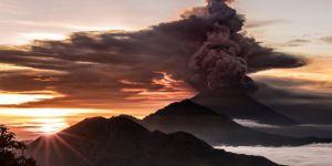Bali'de Agung Yanardağı yeniden faaliyete geçti