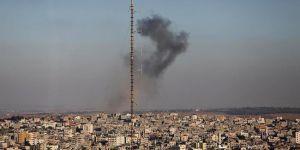 Siyonist İsrail Gazze'yi vurdu