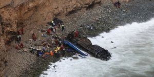 Otobüs uçuruma devrildi: 36 ölü