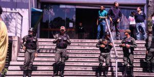 Ordu yağmaya karşı sokakları koruyor
