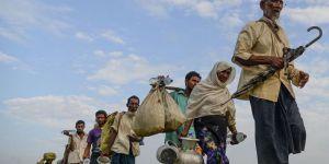 Arakanlı Müslümanlar Bangladeş'e sığınmaya devam ediyor