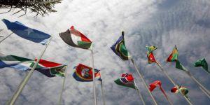 Afrika Faşist Trump'tan özür bekliyor