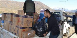 Yüksekova Öze Dönüş'ten Derecik'teki Mültecilere Yardım