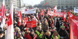 Almanya'da uyarı grevi: 35 bin kişi iş bıraktı