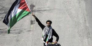 Filistin için İsveç'ten yürüyen Yahudi aktivist İstanbul'da