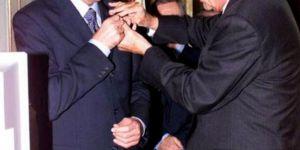 Esad, Fransa'nın verdiği onur nişanını iade etti