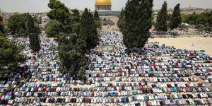 İşgale rağmen 200 bin Müslüman Mescid-i Aksa'ya akın etti