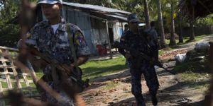 Myanmar ordusu eğitimli Arakanlıları hedef alıyor
