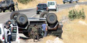 Uludere'de gözaltı aracı devrildi: 1 ölü, 12 yaralı!