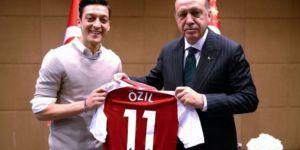 F.Times: Özil'in kararı Almanya'da ırk tartışmasını alevlendirdi