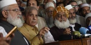 Pakistan'da seçim iptali için protestolar