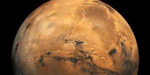 Mars bu gece Dünya'ya en yakın konuma geliyor