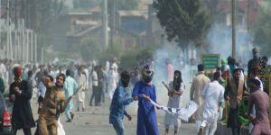 Hindu polisi Keşmir'de namaz kılanlara ateş açtı