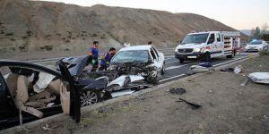 Erzincan'da Trafik Kazası: 3'ü Çocuk 7 Ölü, 3 Yaralı