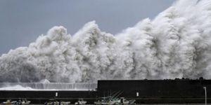 Japonya'yı son 25 yılın en kuvvetli tayfunlarından biri vurdu