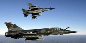 Siyonist rejimi İsrail uçakları Gazze'yi bombaladı