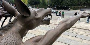 Almanya'da ırkçılığa Hitler selamı veren kurtlarla mesaj