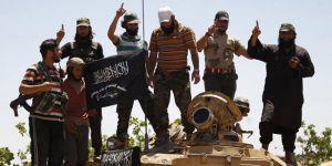 'El Nusra, silahlarını Türkiye'ye vermeyi reddetti'