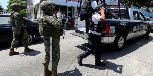 Meksika'da ordu bir kentteki tüm polis gücüne silah bıraktırdı