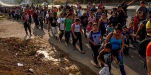 Binlerce kişi ABD'ye yürüyor