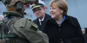 Merkel'den 'Avrupa Ordusu' açıklaması; NATO'ya karşı olmayacak