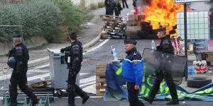 Fransa'da sokak protestolarında 30 polis yaralandı