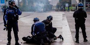Fransa'da sırada lise öğrencileri var, Öğrenciler sokakta