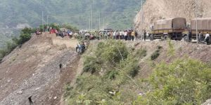 Otobüs uçuruma yuvarlandı: 11 ölü, 34 yaralı