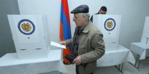Ermenistan halkı erken seçim için sandık başında