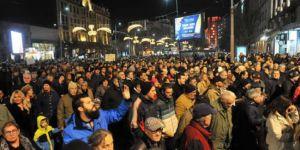 Balkanlarda karıştı, öğrenciler eylemde