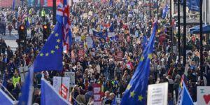 Londra'da Brexit yanlıları ve karşıtlarından gösteri
