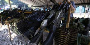 FARC'ın silahları parke taşı oldu