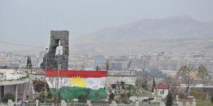 Duhok kenti Kürdistan bayrakları ile donatıldı