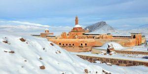 Li Qesra Îshaq Paşayê piştî barîna berfê dîmenên hijmetkar derketin holê