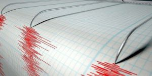 Endonezya'da 6,1 büyüklüğünde deprem