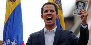 'ABD, Venezüella'daki darbe girişiminin arkasında değil tam önünde'
