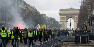 Fransa'da Sarı Yelekler Yine Sokakta, Polis Sert Müdahale Etti